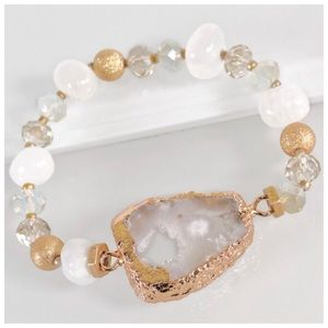 Jewelry - ✨SALE!✨NEW! CHIC RAW NATURAL WHITE STONE BRACELET